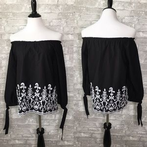 🎉Time and Tru off shoulder embroidered top